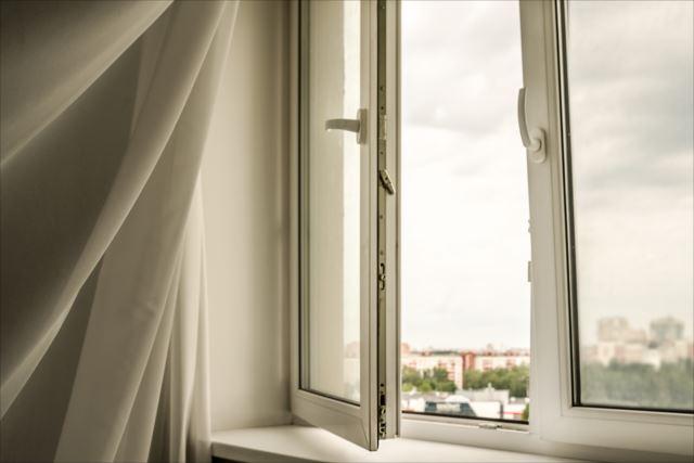 """家造りで""""風通しの良い室内""""を実現するには、どんなふうに窓を配置すればいいの?"""